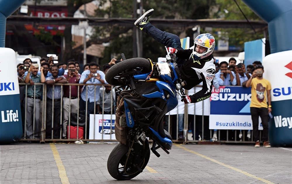 Two Time European Stuntman Champion Aras Gibieza performs in Chennai