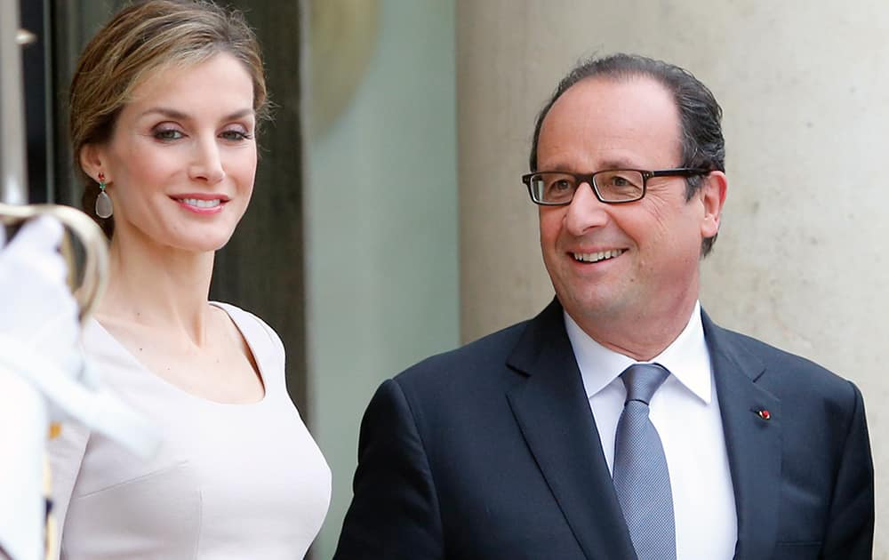 French President, Francois Hollande, right, poses with Queen Letizia of Spain upon her arrival with Spain`s King Felipe VI at the Elysee Palace in Paris, France.