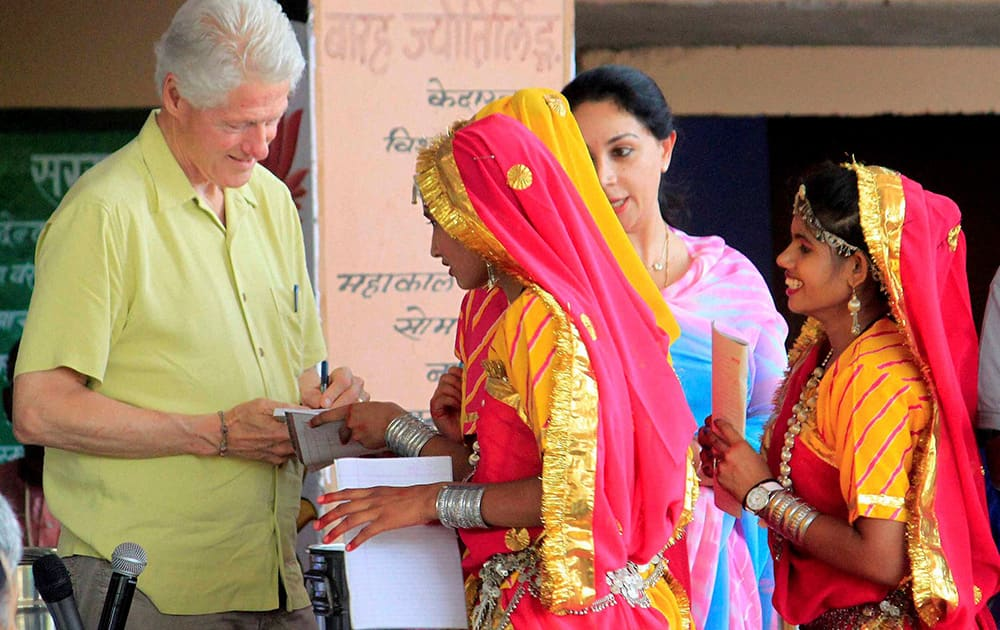 Former US President Bill Clinton signing autographs for students during a visit to `Akshaya Patra` kitchen in Jaipur.