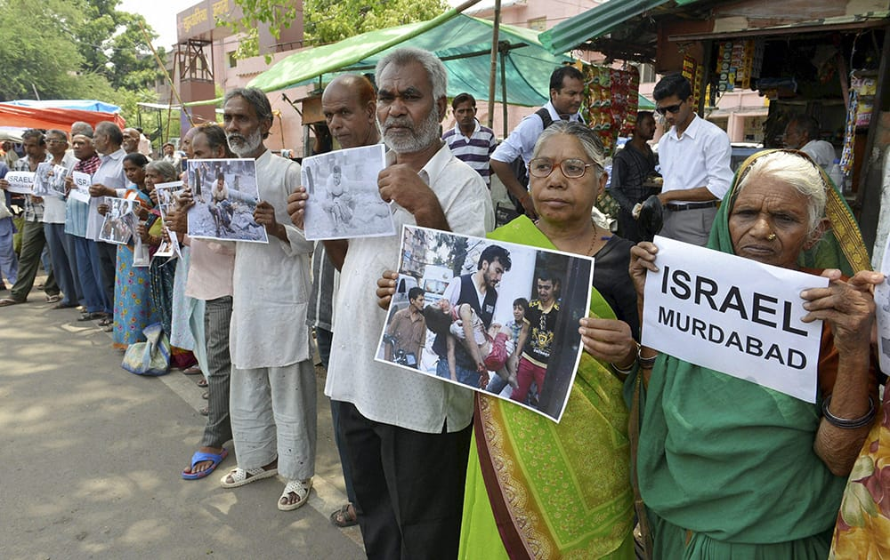 Survivors of the Bhopal Gas Disaster forming a human chain to call for an end to Israeli military strikes on Gaza, in Bhopal.
