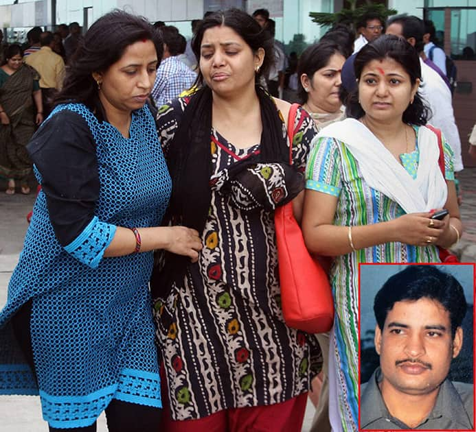 Wailing wife and relatives of H N Jha (inset), Deputy Commandant, Central Reserve Police Force (CRPF) in Ranchi on Friday. Jha got killed in an encounter with Maoists in Lakhari Village in Jamui district of Bihar.