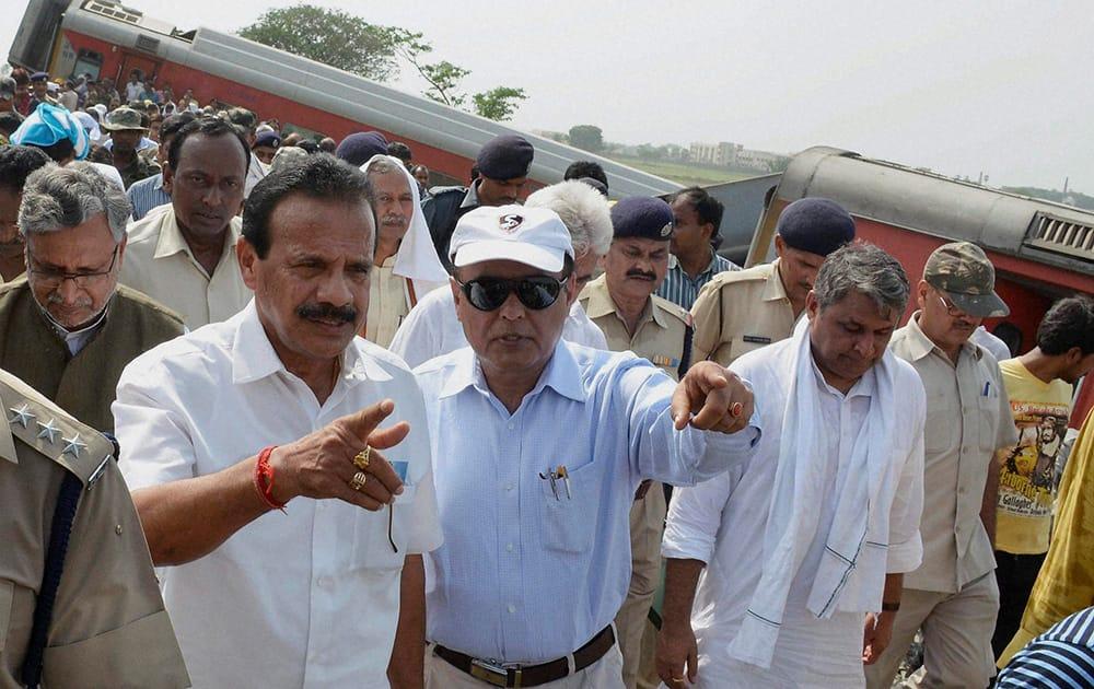 Railways Minister D.V. Sadananda Gowda visits the site of derailed Delhi-Dibrugarh Rajdhani Express near Chapra in Bihar.