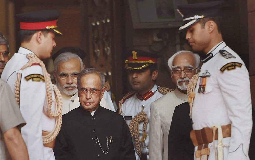 President Pranab Mukherjee, accompanied by Vice President and Chairman of Rajya Sabha Hamid Ansari and Prime Minister Nanendra Modi proceeds to address the joint session of Parliament in New Delhi.