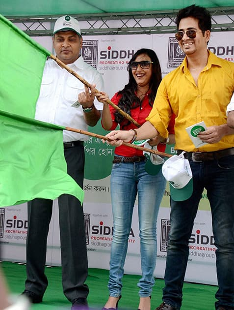 Tollywood actor Hiran Chatterjee and actress Sayani Dutta flag off the inauguration of vehicle to aware people ahead of World Environment Day in Kolkata.