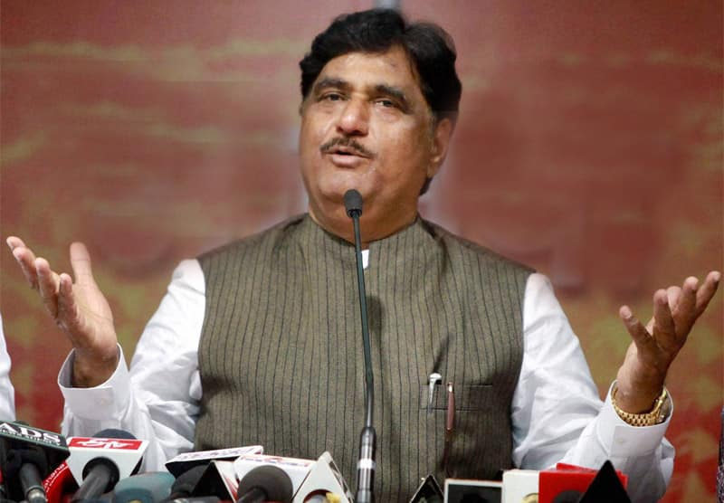 Union Minister Gopinath Munde dies in car accident on 3rd June 2014.