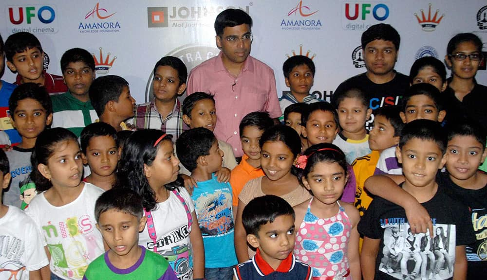 Five time World Chess Champion Viswanathan Anand with his young fans during a press conference of 2nd MCL (Maharashtra Chess League) 2014, in Pune.