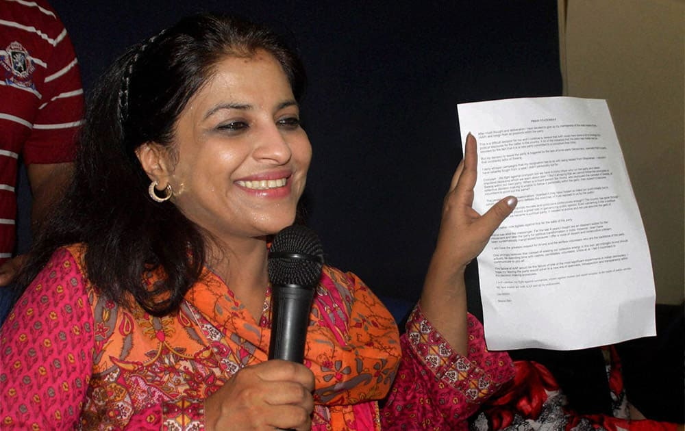 Shazia Ilmi, one of the founder members of the Aam Aadmi Party, showing her resignation letter at a press conference in New Delhi.