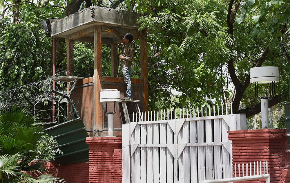 A SECURITY CABIN BEING PREPARED AT THE MAIN GATE OF 3, MOTILAL NEHRU MARG BUNGALOW, THE NEW RESIDENCE OF PRIME MINISTER MANMOHAN SINGH, IN NEW DELHI.