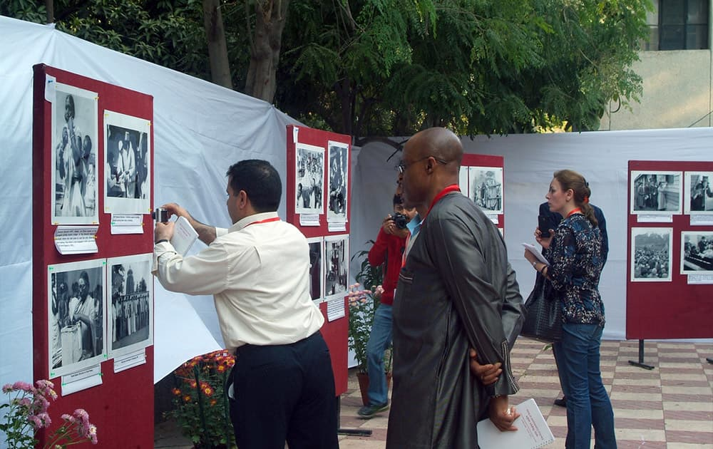 Delegates at a photo exhibition depicting India's electoral processes. [Photo: UNDP India]