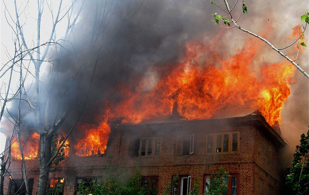 A massive fire engulfs residential houses at Kaksari, in Srinagar.