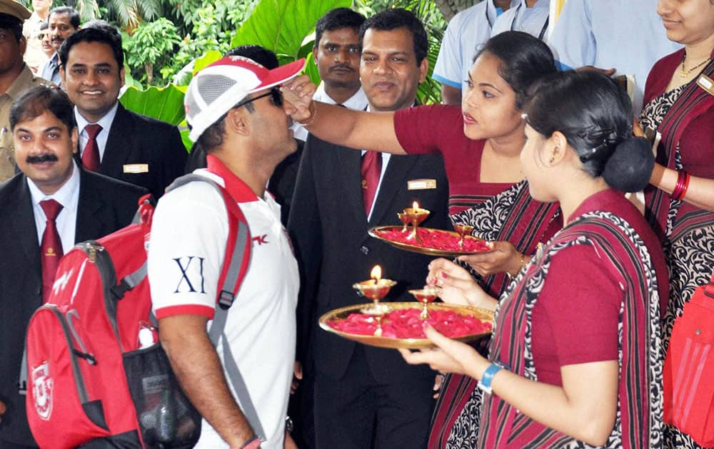 Kings XI of Punjab player Virendra Sehwag being welcomed at the team hotel in Bhubaneswar.