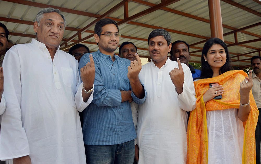 Congress candidate Saket Bahuguna for Tehri seat, his wife Gauri Bahuguna and his father & former CM Vjay Bahuguna show their inked fingers after casting votes in Dehradun.