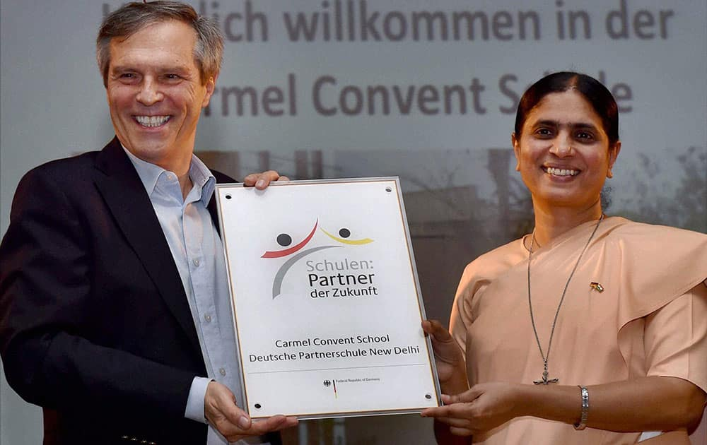 German Ambassador to India, Michael Steiner presents PASCH plaque to Principal of Carmel Convent School, Sister Nirmalini during a visit in New Delhi.