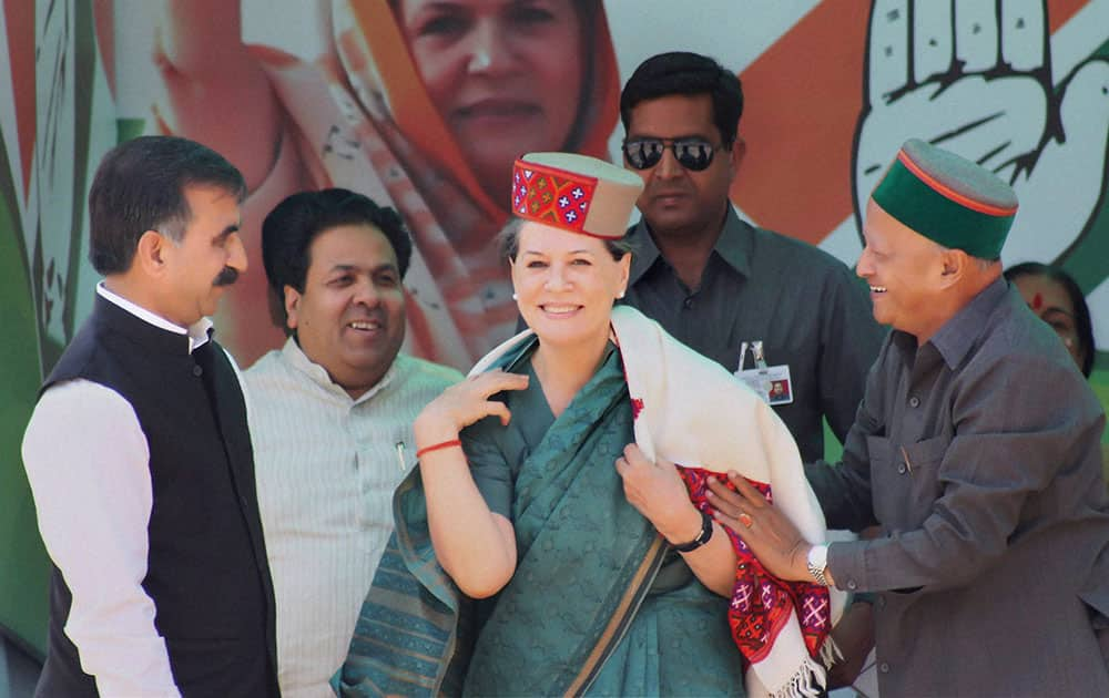UPA Chairperson Sonia Gandhi being welcomed by Himachal Pradesh Chief Minister Virbhadra Singh at a public meeting for the Lok Sabha election 2014 in Kullu.