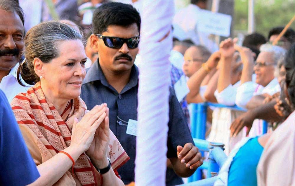 Congress President Sonia Gandhi meeting people at an election campaign meeting in Guntur.