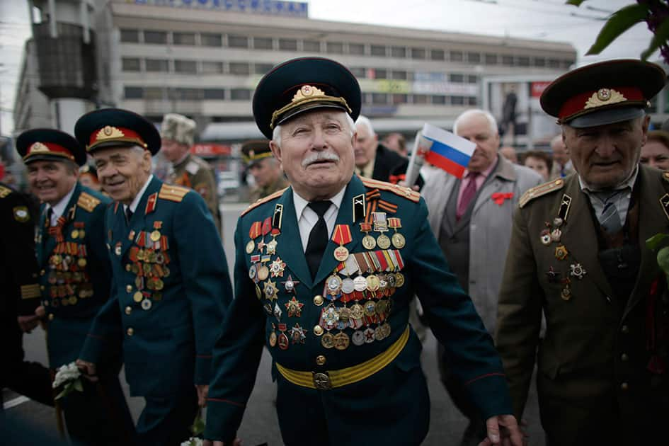 WWII veterans take part in the May Day march in Simferopol, Crimean capital.