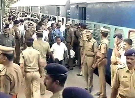 Chennai blasts: 1 dead, 10 injured; one suspect in custody.