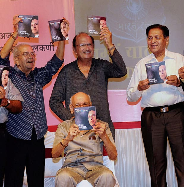 Legendary cricketers from right Chandu Borde, Ajeet Wadeker, Bapu Nadkarni (front) and Vasu Paranjpe launch book `Bharat Ratna Sachin` Tumhe Yad Karte Karte to celebrate Sachin Tendulkar`s 41st Birthday in Mumbai.