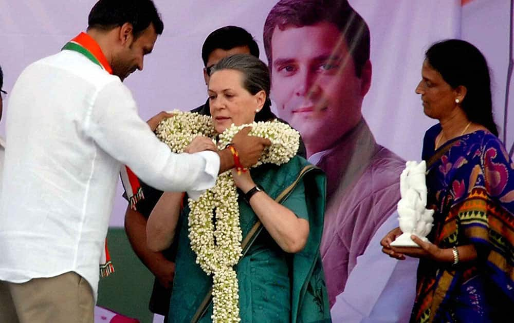 SONIA GANDHI, PRESIDENT AICC, BEING GARLANDED BY P. KARTHIK REDDY CONGRESS LOK SABHA CANDIDATE FROM CHEVELLA CONSTITUENCY UPON HER ARRIVAL AT CHEVELLA CONSTITUENCY ON THE OUTSKIRTS OF HYDERABAD.