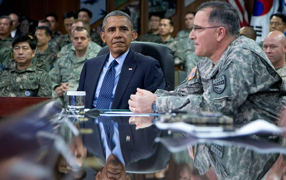 US President Barack Obama is briefed by US-ROK Combined Forces Command officers including U.S. Army Gen. Curtis Scaparrotti, right, Commander UNC/CFC/USFK, at the US Army Garrison Yongsan, South Korea.