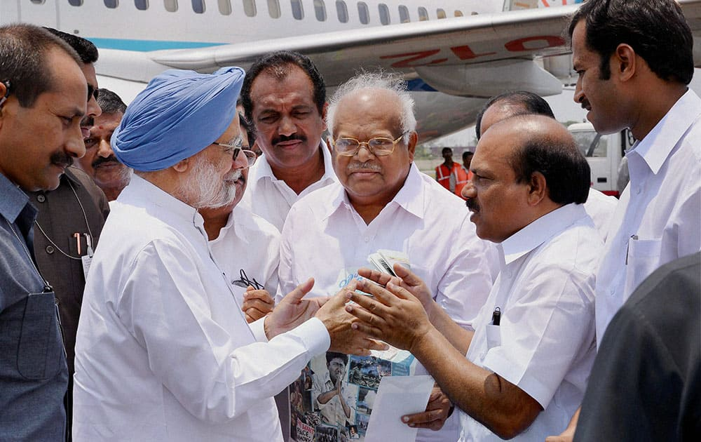 Prime Minister Manmohan Singh received by the Minister for Public Works of the Government of Kerala V K Ibrahim Kunju at Kochi Southern naval Airport.