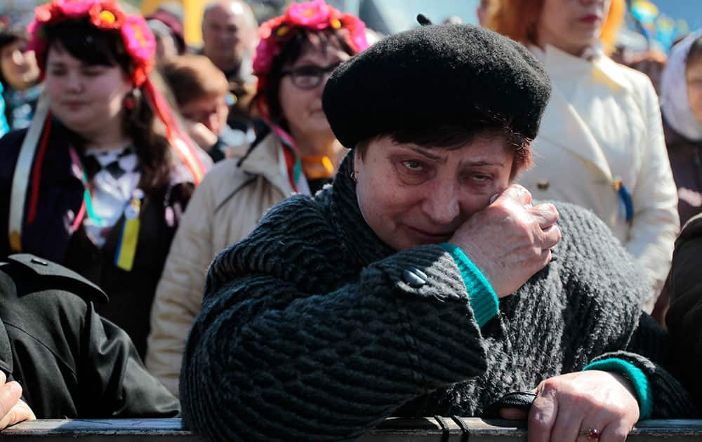A woman cries during a mourning rally to honor the memory of those who were killed during mass protests in Kiev on Kiev`s Independence Square.
