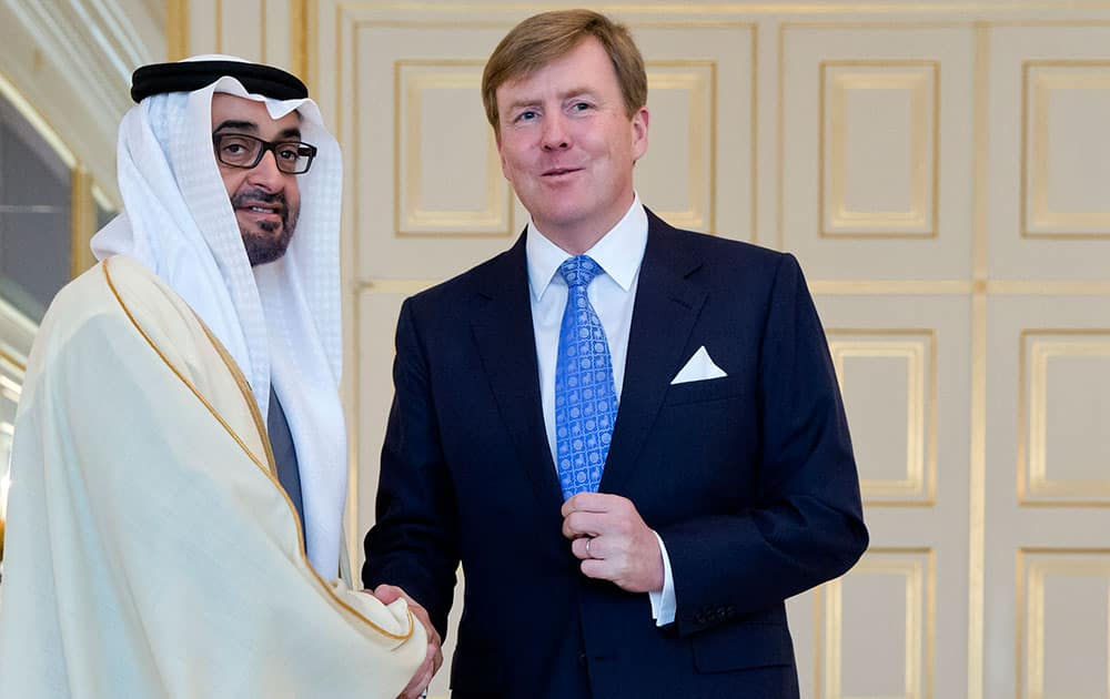 United Arab Emirates Sheikh Abdullah bin Zayed Al Nahyan, left, poses with Dutch King Willem Alexander at royal palace Noordeinde on the last day of the Nuclear Security Summit (NSS) in The Hague, Netherlands.