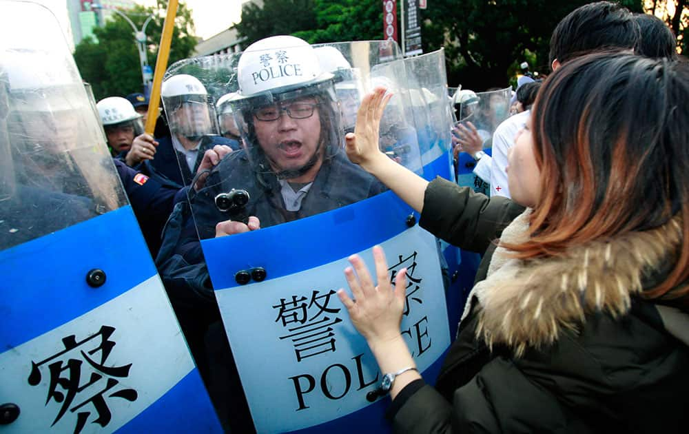 Students protesting against a China Taiwan trade pact try to stop riot police from forcibly clearing the government Cabinet buildings in Taipei, Taiwan.