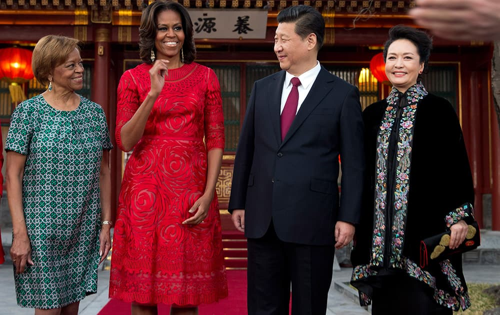 US first lady Michelle Obama, her mother Marian Robinson share a light moment with Chinese President Xi Jinping and his wife Peng Liyuan after a photo session at the Diaoyutai state guesthouse in Beijing, China.