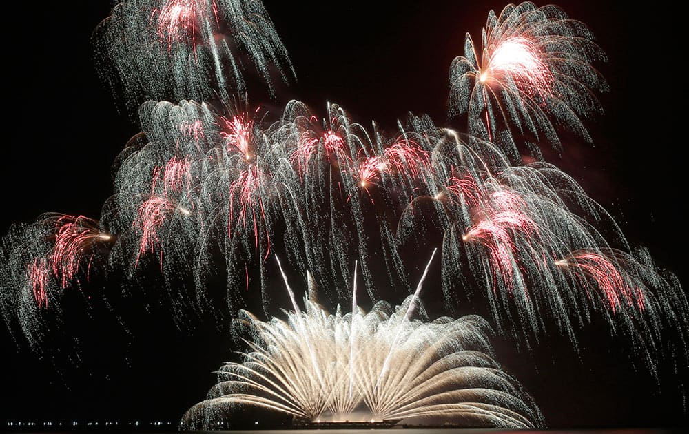Fireworks from Royal Pyrotechnie of Canada dot the sky on the fifth weekend of the fifth Philippine International Pyromusical Competition at the seaside Mall of Asia at suburban Pasay city, south of Manila, Philippines.