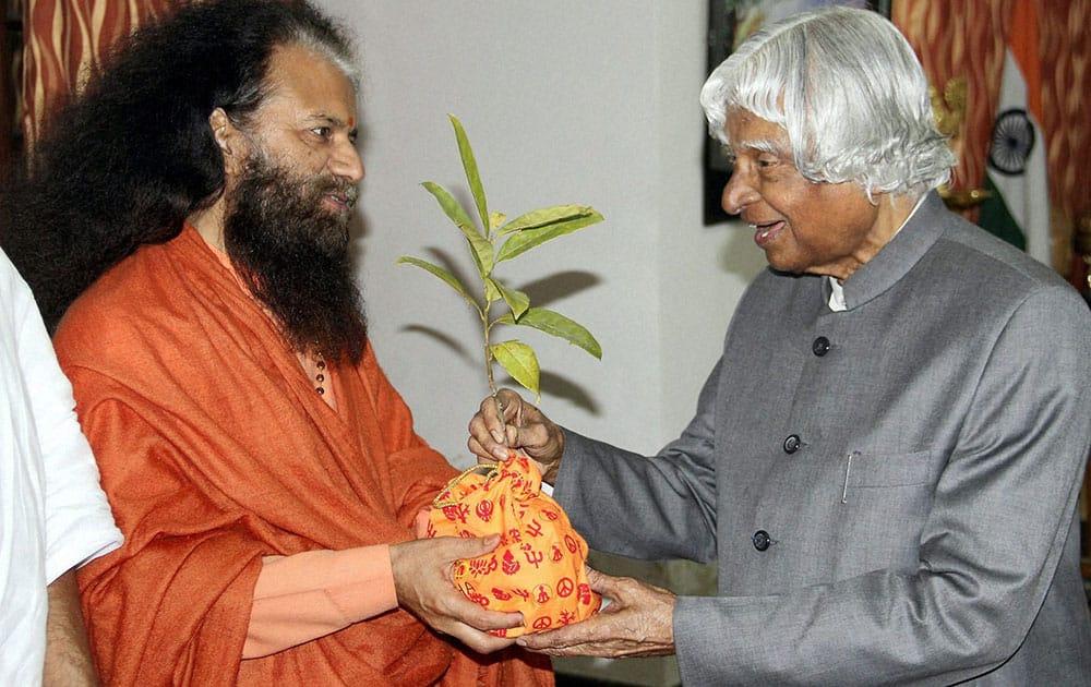 Former President APJ Abdul Kalam with President of Parmarth Niketan Rishikesh, Founder of Ganga Action Parivar (GAP) and Co-Founder of the Global Interfaith WASH Alliance (GIWA), Swami Chidanand Saraswati during a meeting in Rishikesh.