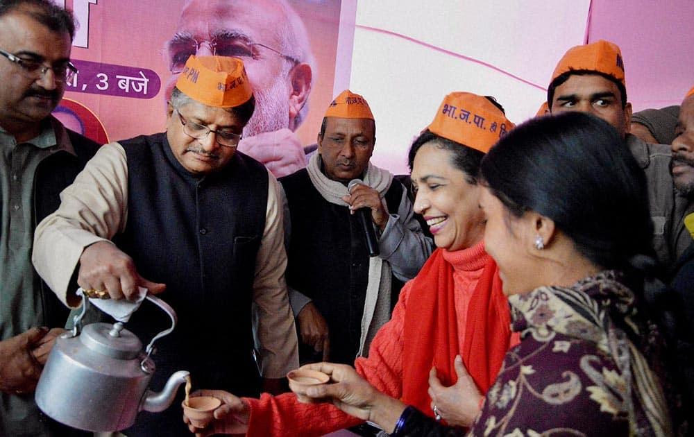 BJP leader Ravi Shankar distributing tea to party supporters.