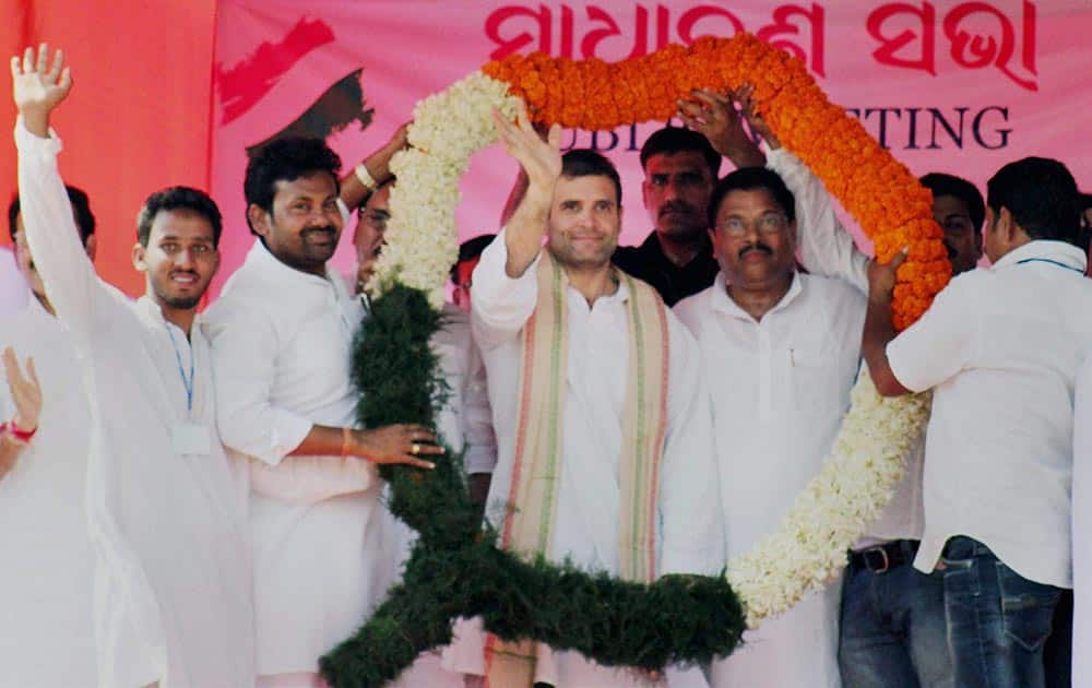 Congress Vice-President Rahul Gandhi being felicitated at a rally in Salipur, Cuttack.