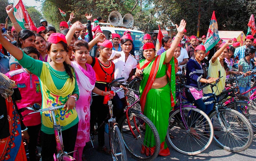SP women activists during an election campaign in Allahabad.