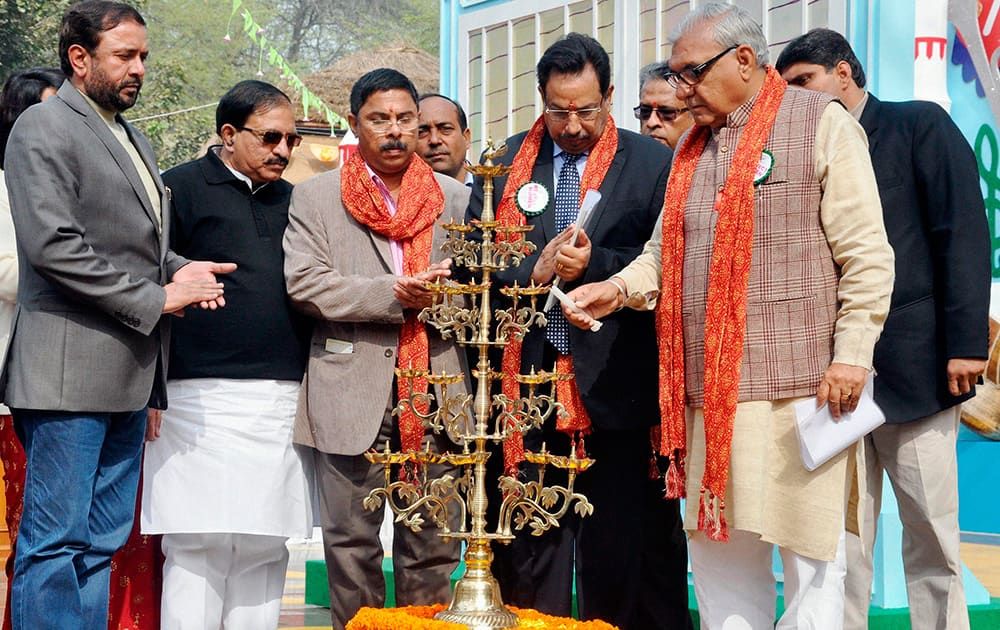 Haryana Chief Minister Bhupinder Singh Hooda lighting lamps during inauguration of International Crafts Mela in Surjakund near Faridabad.