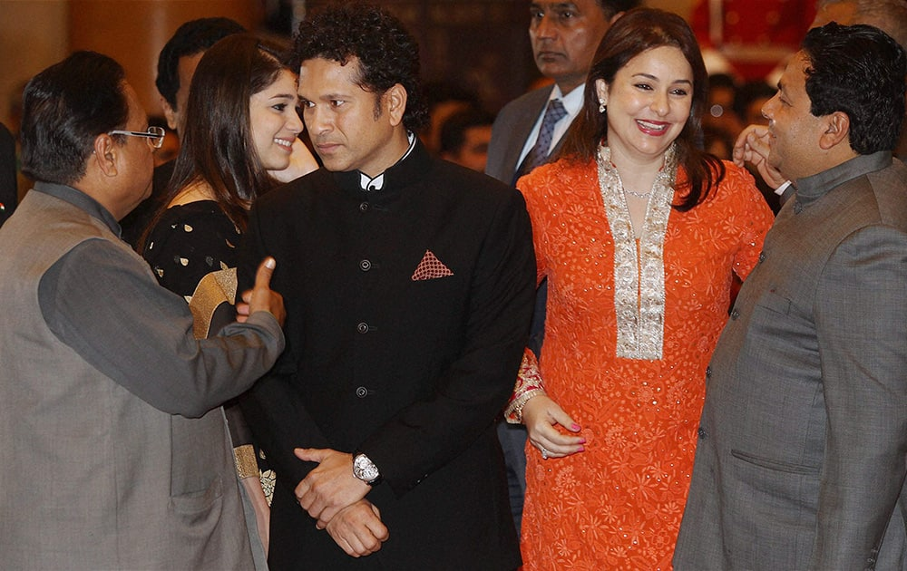 Legendary cricketer Sachin Tendulkar with wife Anjali and daughter Sara before being honoured with the Bharat Ratna, India`s highest civilian award, by President Pranab Mukherjee during the award ceremony at the Rashtrapati Bhavan in New Delhi.