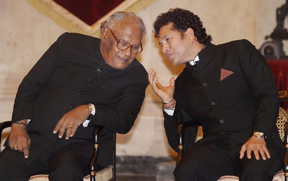 Legendary cricketer Sachin Tendulkar (R) and eminent scientist Chintamani Nagesa Ramachandra Rao before they were honoured with the Bharat Ratna, India`s highest civilian award, by President Pranab Mukherjee during an award ceremony at the Rashtrapati Bhavan in New Delhi.