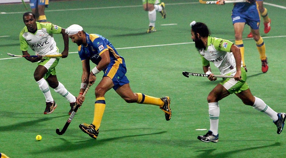 Jaypee Punjab Warriors Sandeep Singh and Delhi Waveriders player vie for the ball during the Hero Hockey India League, in New Delhi.