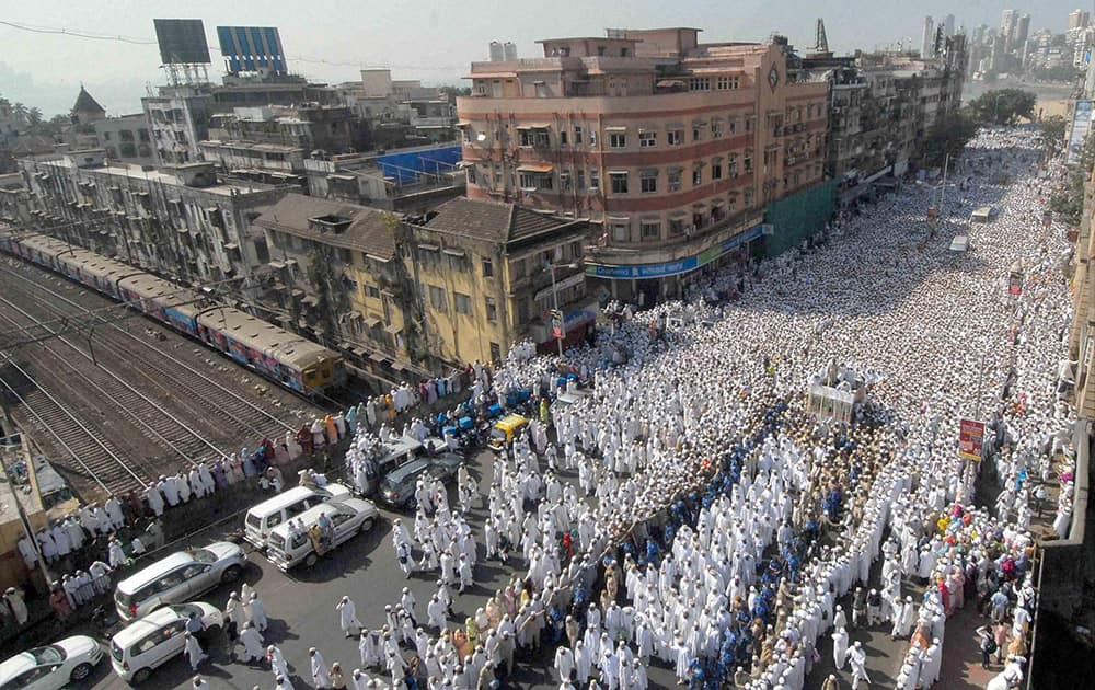 Bohra community members participate in the funeral procession of their spiritual leader Syedna Mohammed Burhanuddin in south Mumbai.