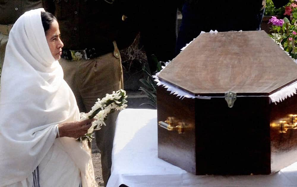West Bengal Chief Minister Mamata Banerjee paying her respect to the mortal remains of legendary actress Suchitra Sen during her funeral ceremony in Kolkata on Friday. Suchitra Sen passed away at a hospital in Kolkata after suffering heart attack.