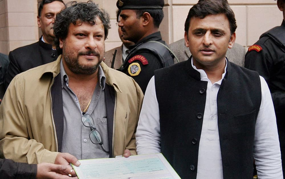 Uttar Pradesh Chief Minister Akhilesh Yadav handing over a cheque of Rs 1 crore to film director Tigmanshu Dhulia for the movie.