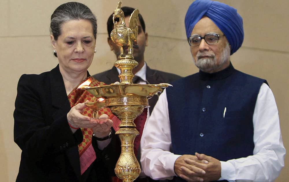 Prime Minister Manmohan Singh with UPA Chairperson Sonia Gandhi lighting the lamp at the closing ceremony of the commemoration of the 150th Birth Anniversary of Swami Vivekananda, in New Delhi.