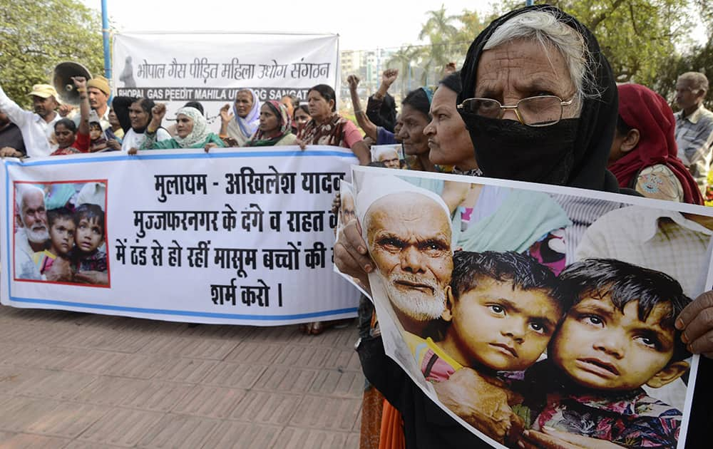 Social activists protest against Samajwadi Party Supremo Mulayam Singh Yadav and UP Chief Minister Akhilesh Yadav, over muzaffarnagar riots and children`s death due to cold in relief camps, in Bhopal.