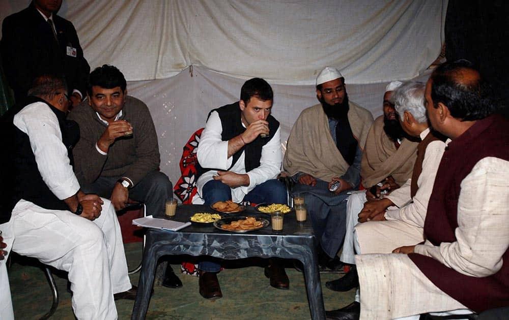 AICC Vice President Rahul Gandhi having tea with the residents of Muzaffarnagar Victim Family Camp in Samli.