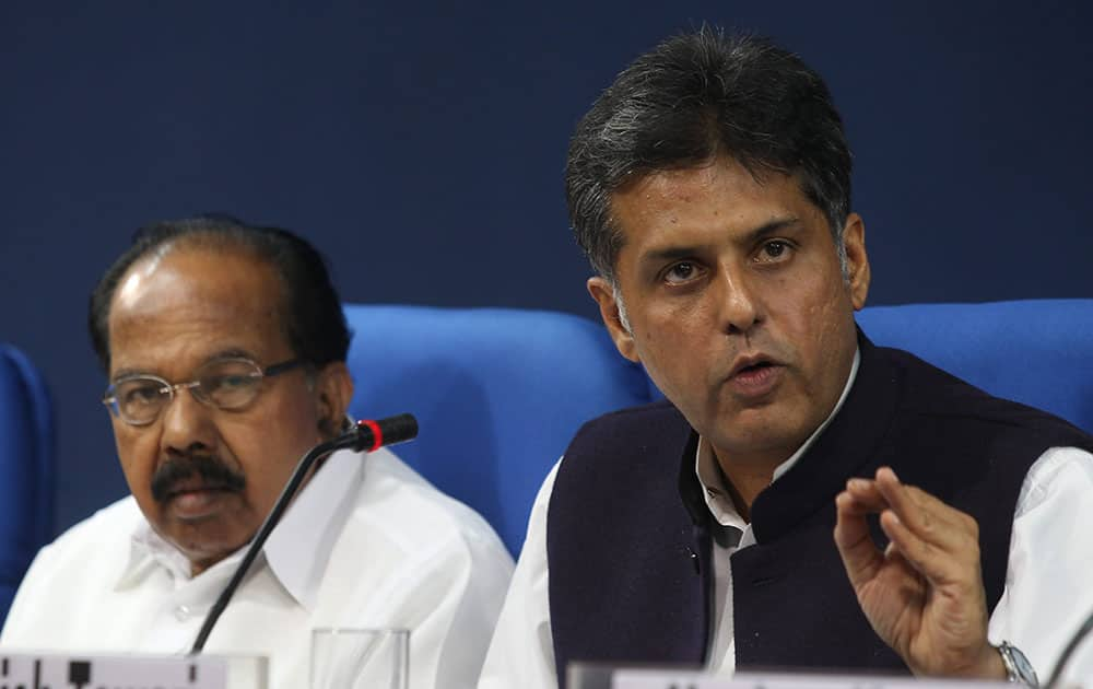 Union Minister for Petroleum & Natural Gas, M. Veerappa Moily and Union I&B Minister Manish Tewari during press conference in New Delhi.