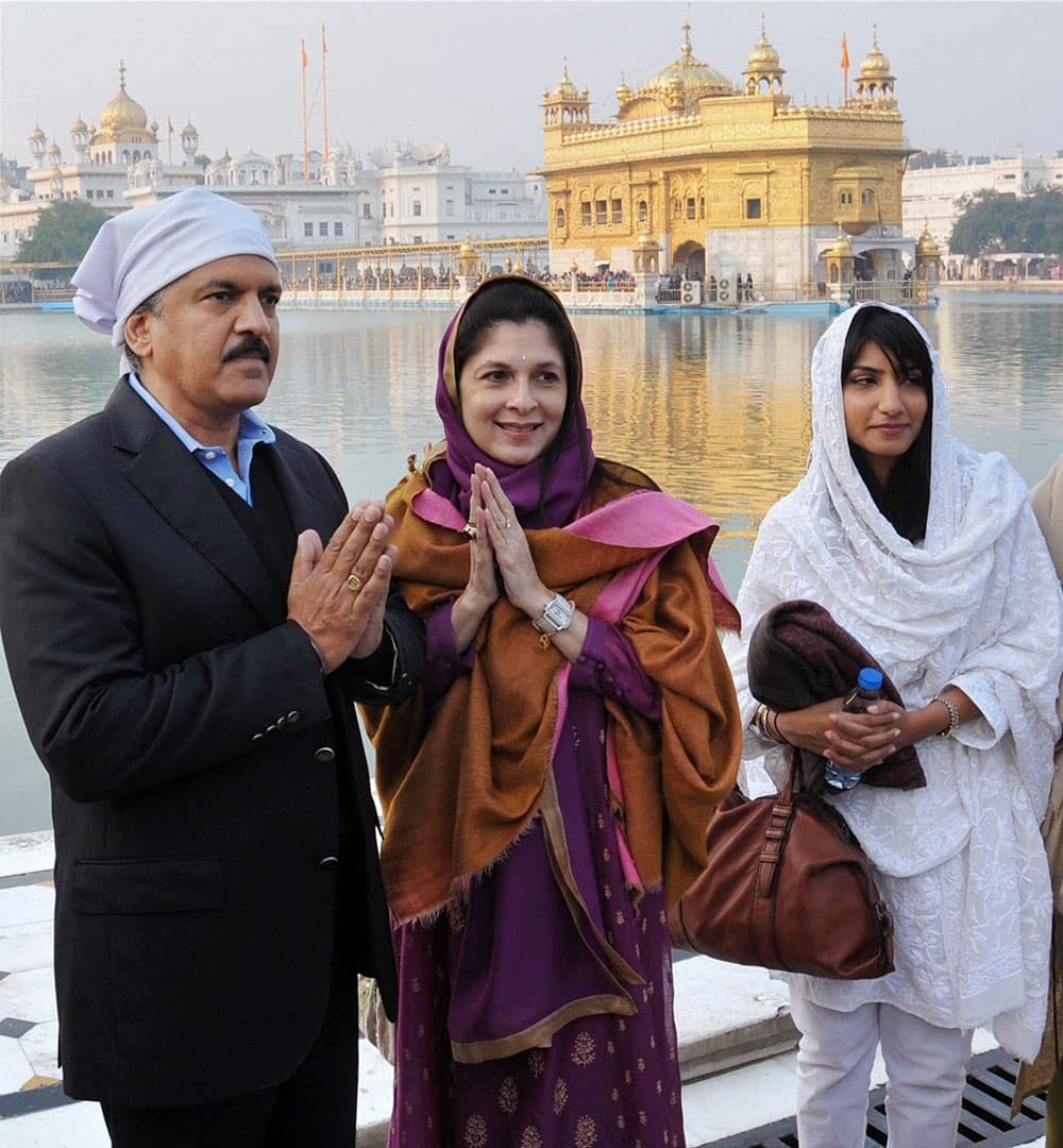 Chairman & Managing Director, Mahindra & Mahindra, Anand Mahindra along with family members paying obeisance at Golden Temple in Amritsar.