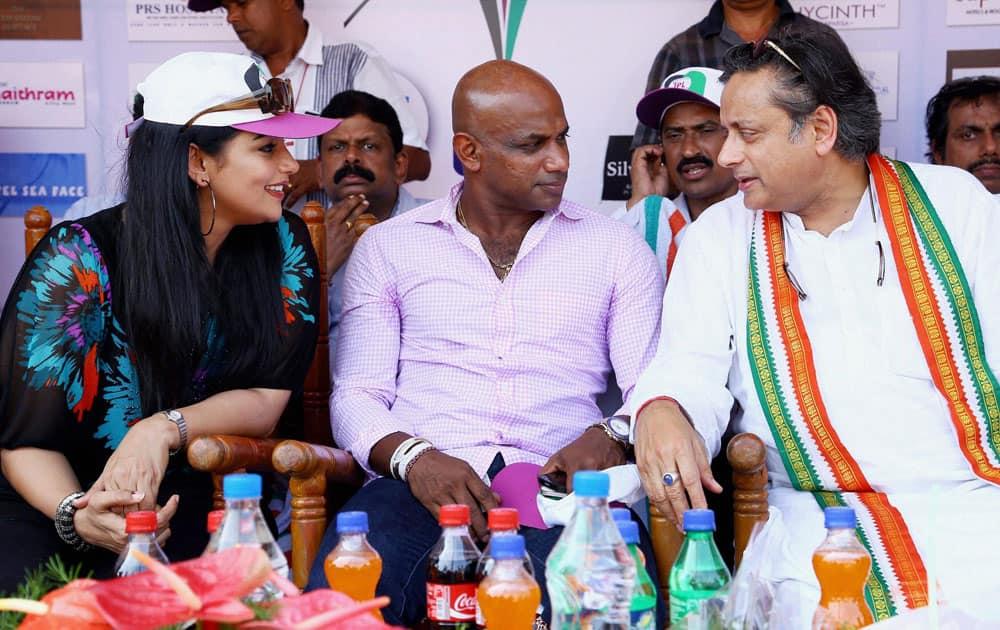 MoS for HRD Shashi Tharoor, Sri Lankan cricketer Sanath Jayasuriya and actor Shweta Menon at a function in Thiruvananthapuram.