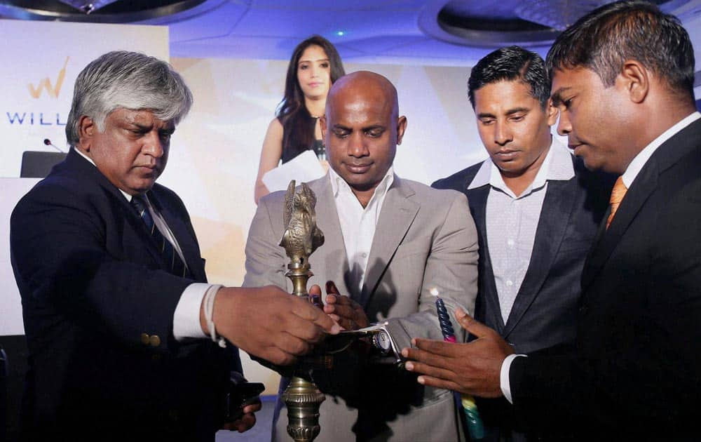 Formar Sri Lanka crickters Arjuna Ranatunga, Sanath Jayasuriya, Chaminda Vaas and Ramesh Kaluwitharana light lamps during an event in Mumbai for the launch of a Real Estate project in Sri Lanka.