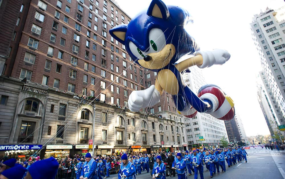 Handlers keep a tight rein on the Sonic the Hedgehog balloon as it travels the route of the Macy`s Thanksgiving Day Parade in New York.