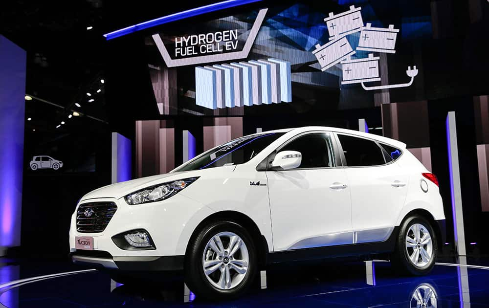 The 2015 Hyundai Tucson Fuel Cell hydrogen-powered electric vehicle is introduced at the Los Angeles Auto Show.